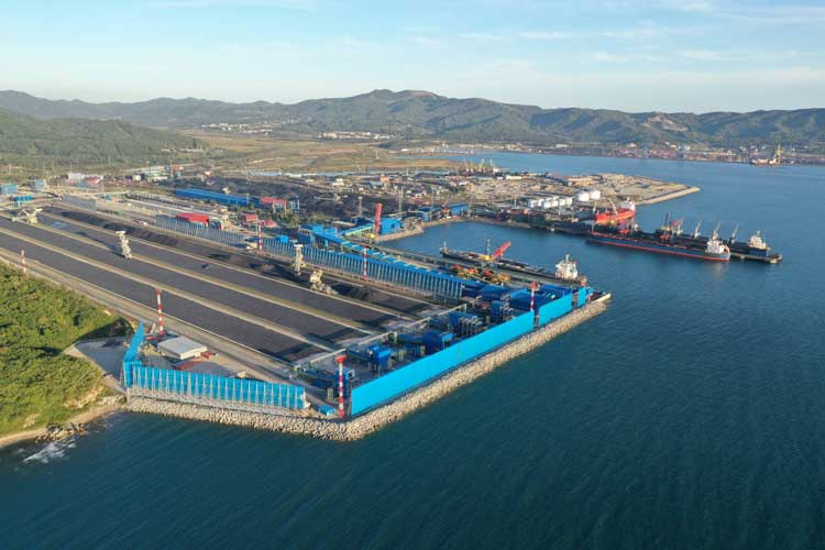 Панорама порта Восточный